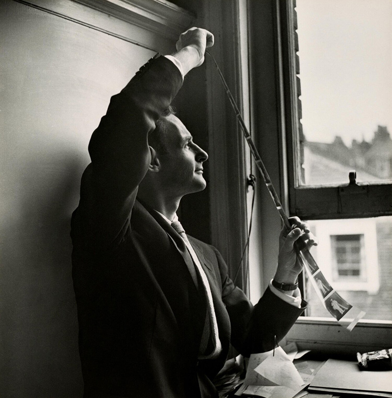 Cecil Beaton, Irving Penn reviewing camera negatives for Chimney